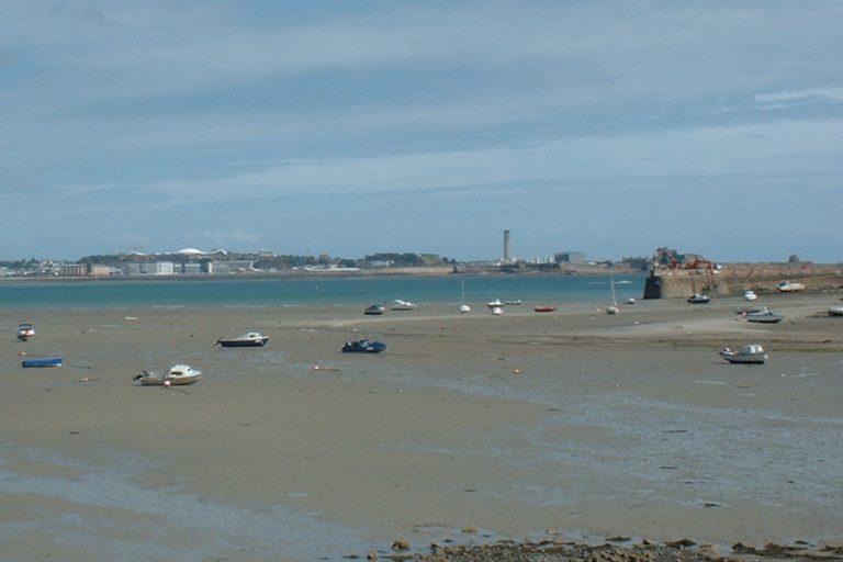 a-sandy-bay-in-jersey-channel-islands_t20_WQK0Ez